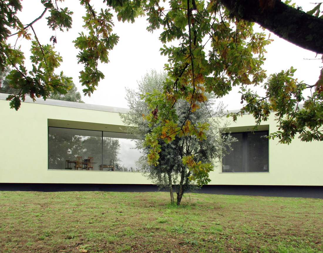Bioclimatic house in Portugal - Exterior garden
